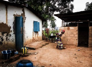 Old lady's home in Nganga Lingolo, Congo